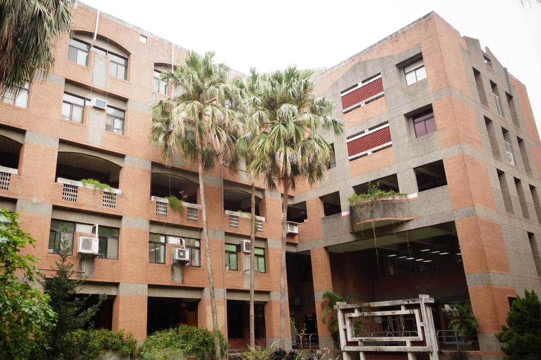 Trường Tài nguyên sinh học và công nghệ