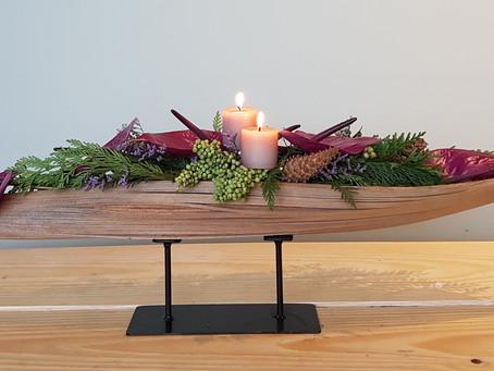 Como usar cascas e bainhas de palmeiras em decorações florais