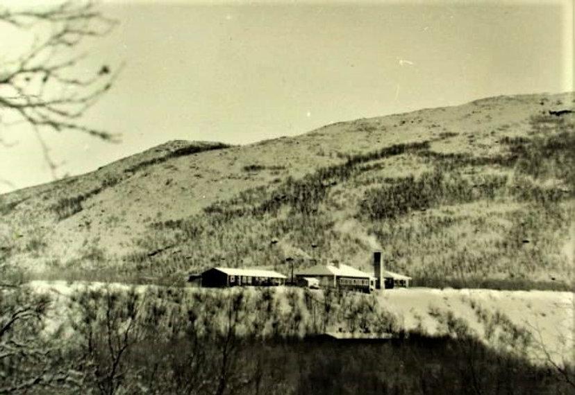 postikortti 1961 Utsjoen SMY hotelli.jpg