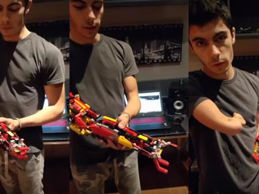 Adolescente se construye una prótesis de brazo con piezas de LEGO