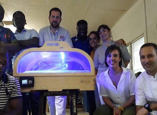 La incubadora de bajo coste española sigue salvando vidas en África