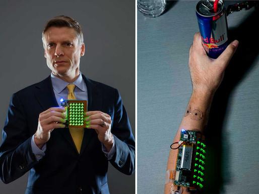 Implantes cerebrales y dispositivos vestibles para recuperar la movilidad