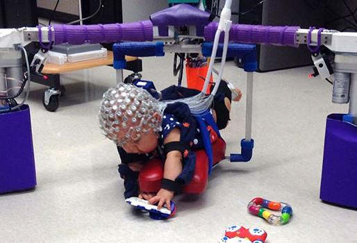 Dispositivo robótico para ayudar en la rehabilitación de bebés con parálisis cerebral
