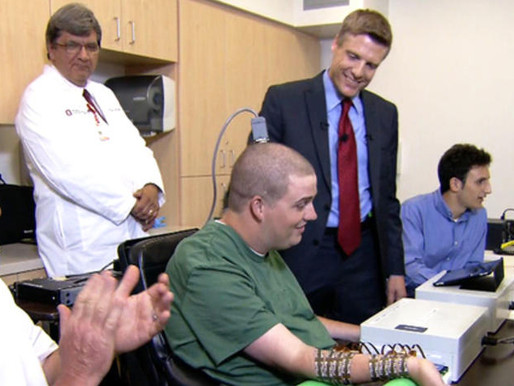 """Consiguen que un paralítico pueda volver a mover sus brazos """"cortocircuitando"""" su médula espinal"""