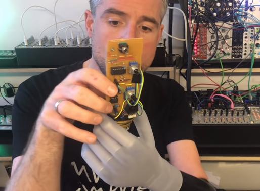 Como hackear una prótesis para conectarla directamente a un sentido iniciador musical