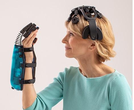 Primer dispositivo con interfaz cerebro-computador para la rehabilitación