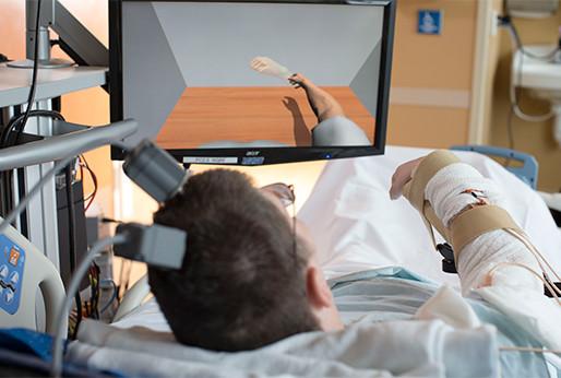 Por primera vez un paralítico puede controlar su brazo con un implante cerebral