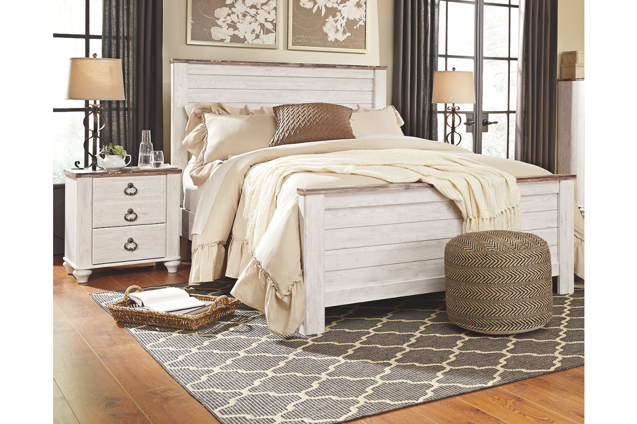 Willowton Queen Bed with 2 Nightstands I