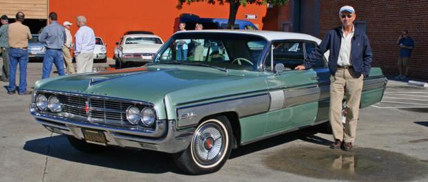 1962_Oldsmobile_Starfire.jpg