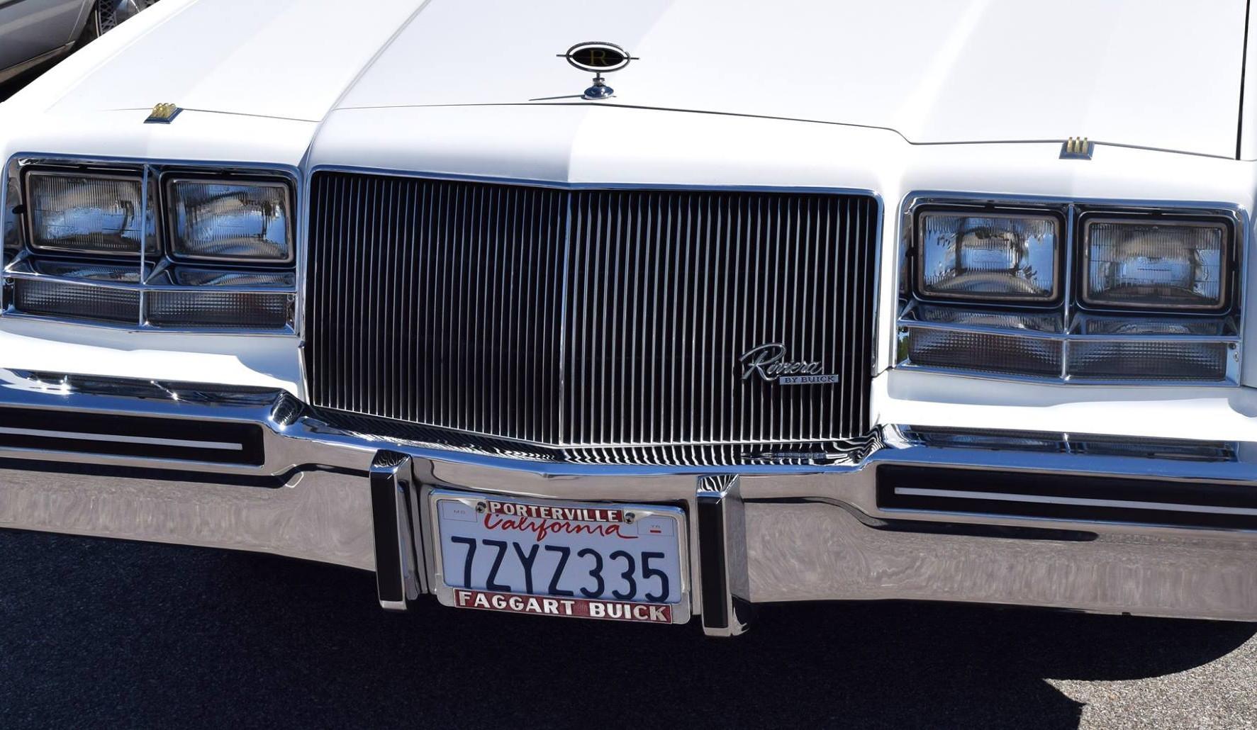 Car Show - Greggs Buick Riviera.jpg