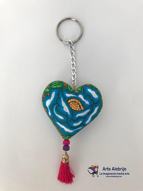 Alebrije de Madera | Llavero de Corazón beige conFlor Azul Mediano