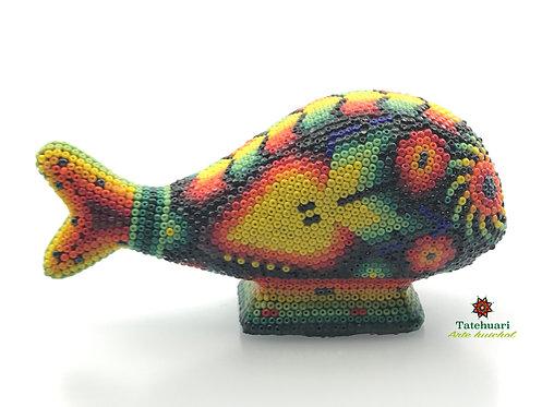 Ballena forrada con chaquira - Arte Huichol