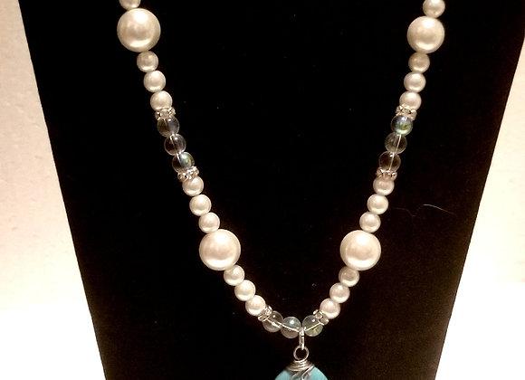 Gleam of White necklace