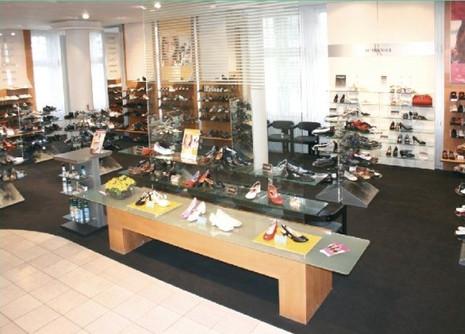 Verlegung von Fußböden in Ladenflächen Schuhhaus Leiser & Modehaus Nikolaus im Warnowpark