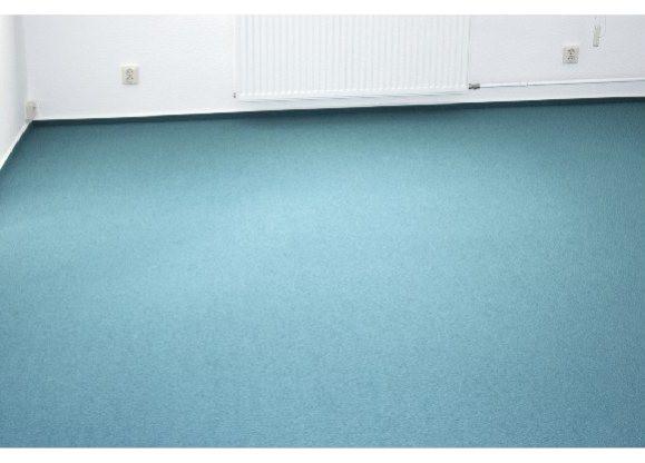Seit Jahrzehnten werden Textil Boden Beläge eingesetzt. Ihre hervorragenden Eigenschaften bei der Raumdämmung und die riesige Auswahl an Design- und Farbvarianten machen diese Rostocker Textilbeläge zum Highlight. Textilbeläge - Nadelvlies deren Tradition im gewerblichen Bereich ungebrochen ist, weisen einen hohen Nutzungswert auf. Unsere Textilbeläge bieten Ihnen höchsten Wohn- und Pflegekomfort. Vereinbaren Sie noch heute einen Termin mit dem Fußbodenverleger in Rostock.