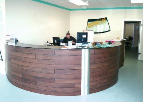 Gestaltung des Tresen- & Empfangsbereiches nebst Büroräumen bei der Zentrale Autoglas