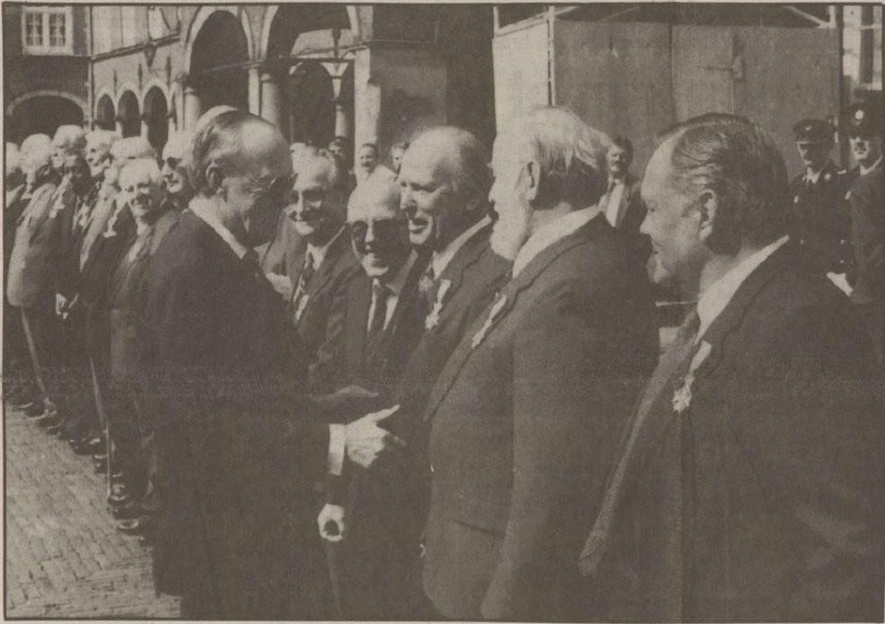 Prins Bernhard ontmoet Erik Hazelhoff Roelfzema, 1990