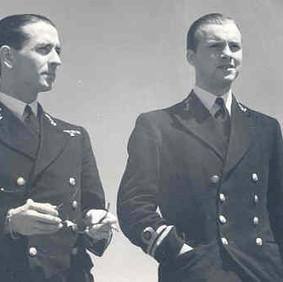 Hans Larive en Gerard Dogger, commandant van motortorpedoboten