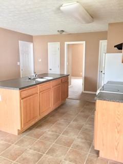 Kitchen (4) 9504 Brady John .jpg