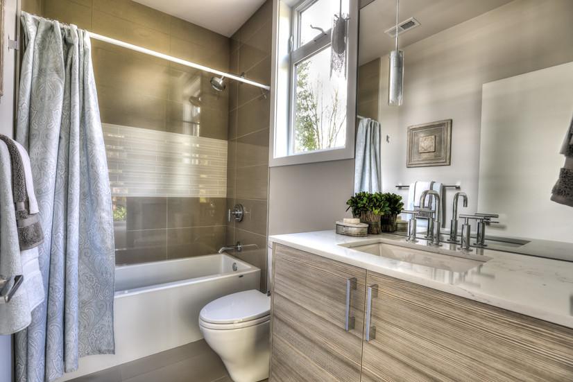 Bathrm 1.jpg