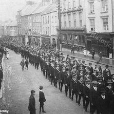 Volunteers on High Street 1914