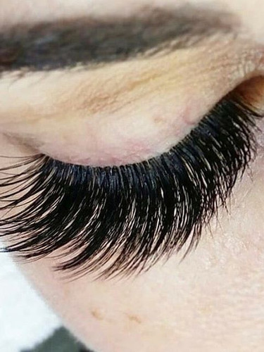 Our lashes are waterproof💦 . Full Volum