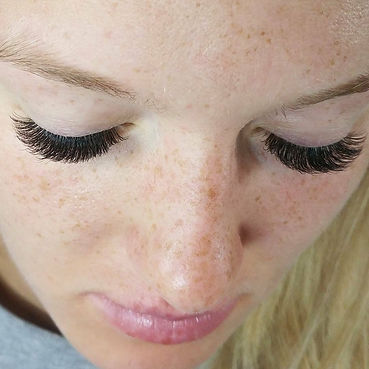 Volume Eyelash Extesions