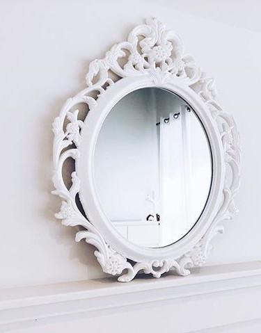 Cute Mirror in our Studio💟⠀⠀⠀⠀⠀⠀⠀⠀⠀ .⠀⠀