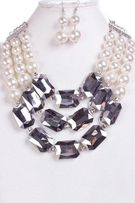 Elaina - Pearl Necklace Set