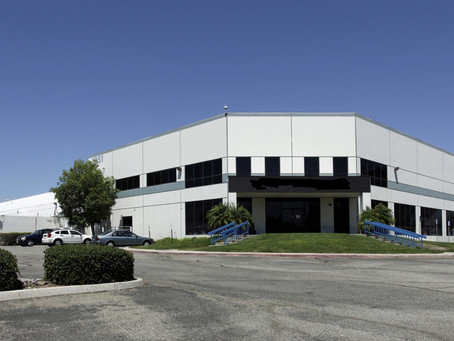 [CUPS] 264,717 尺倉庫出售, 位於 Ontario