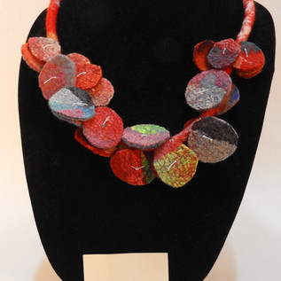 Hanging disks necklace with earrings red
