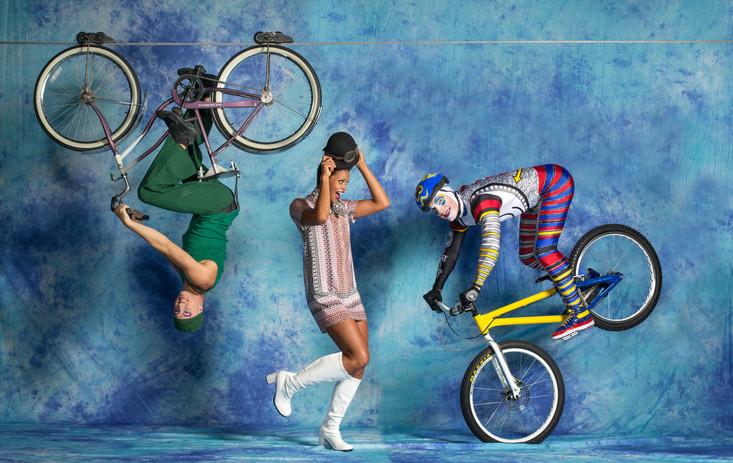 Bay Magazine Cirque in town