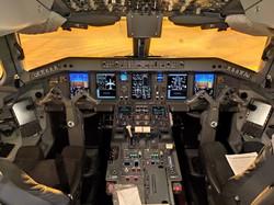 Cockpit 195-E1