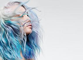 ELUMEN_Model_Blue_LANDSCAPE_BRAND_logo_R