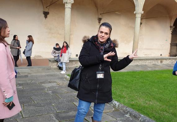 Guida-turistica-di-firenze-eleonora-spiega-santa-croce
