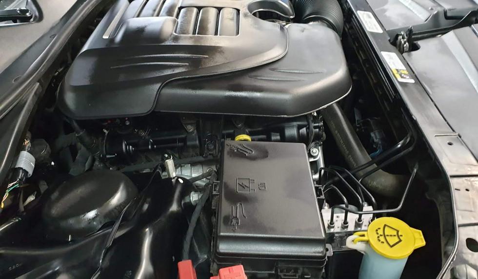Versiegelung des Motors durch Motorplast