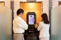 新しいお墓のカタチ、永代供養・納骨堂の本所廟堂の参拝