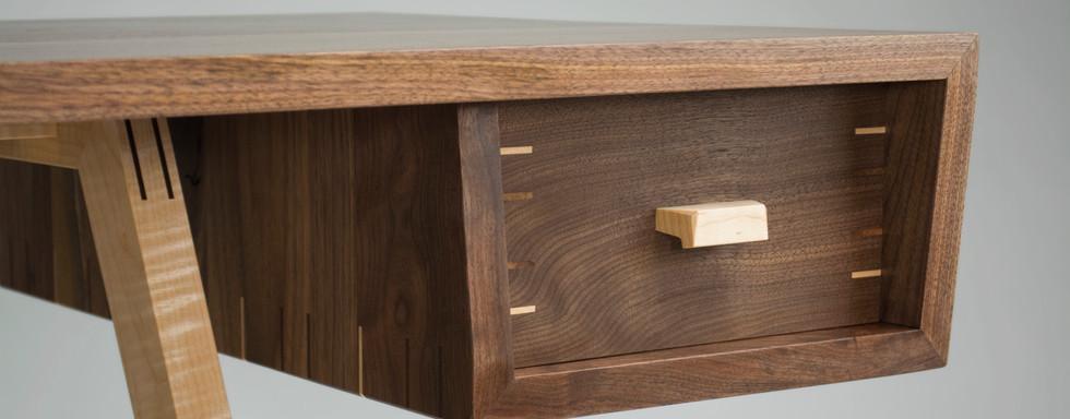 Alzet Desk - Detail