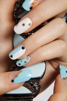 star-embellished-nails-manicure-baby-blu