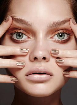 studded-nails-manicure-gold-embellished-