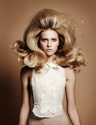 model-woman-jumping-bouncy-hair-editoria