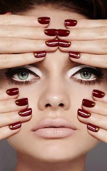 red-nails-gold-embellished-guy-bourdin-i
