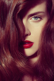 hair-framing-face-woman-wavy-shiny-edito