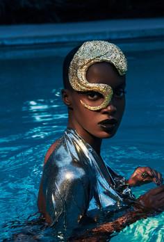 gold-glitter-hair-rihanna-style-vogue-fa