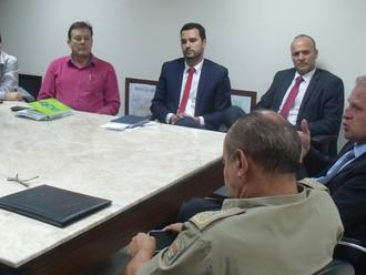 ABERSSESC, incansável na luta pelo QOA, reúne-se com o deputado estadual Gelson Merísio e Comando da