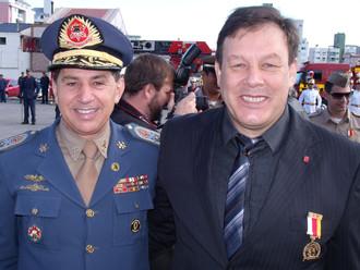 Presidente da ABERSSESC, subtenente Flávio Hamann, recebe a Medalha Comemorativa pelos 90 anos do CB