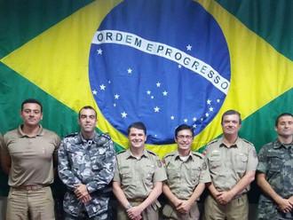 Diretor social e cultural da ABERSSESC, subtenente Edison Linhares Júnior, se despede da CPP e receb