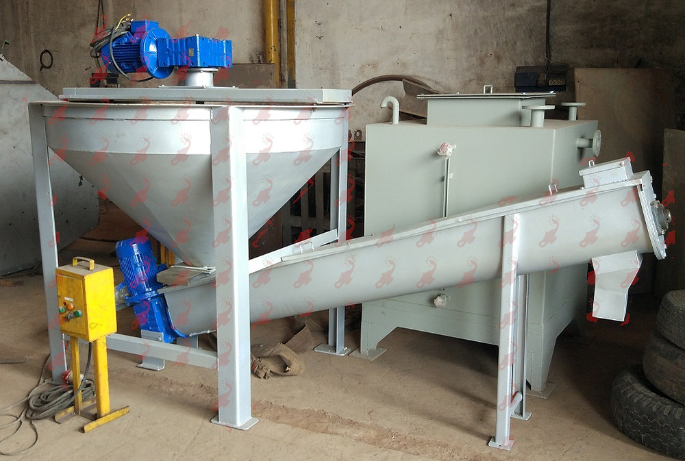 Mixer with screw conveyor