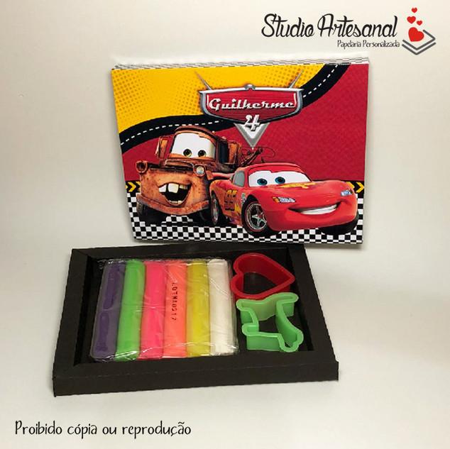 Kit Massinha e Cortadores Carros Disney