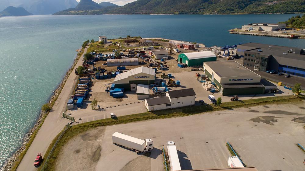 Luftfoto av anlegget til J.O. Moen på Øran 20, Åndalsnes.